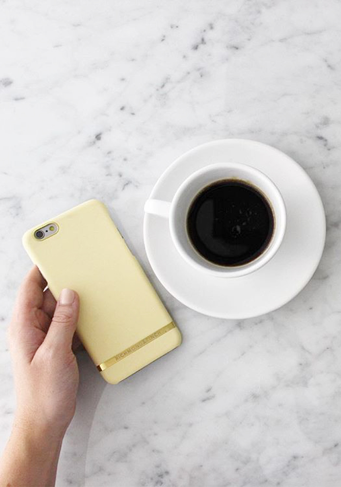 [Richmond & Finch] Soft Yellow Smooth iPhone Case
