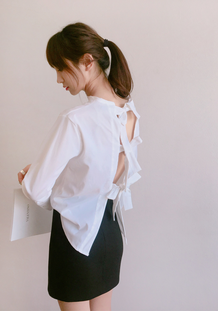 Back ribbon blouse / white