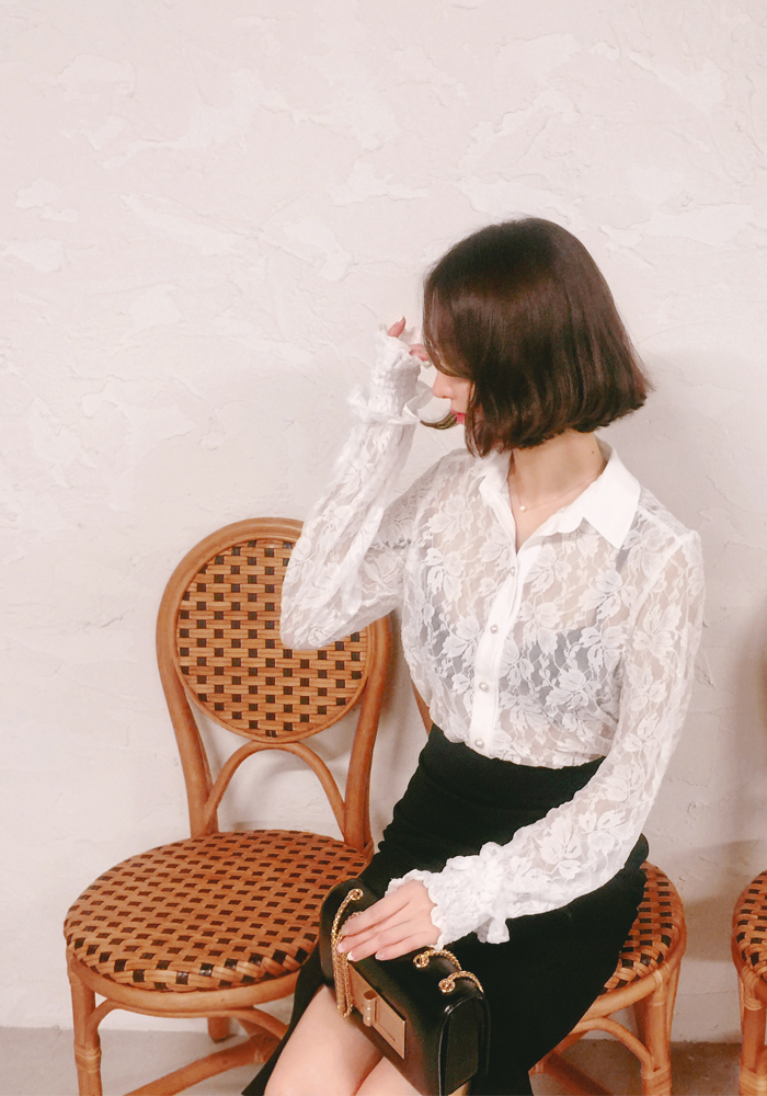 See-through lace blouse / off white