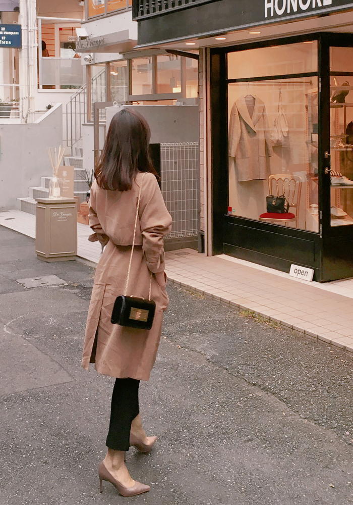 Modern trench coat / camel
