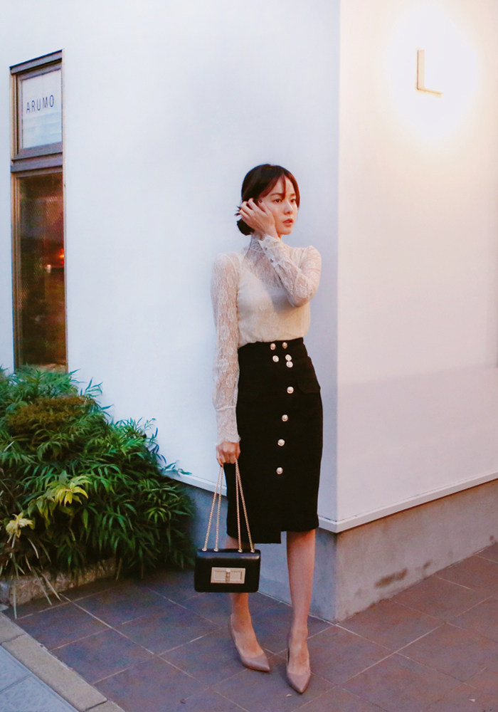 Gold button skirt / black