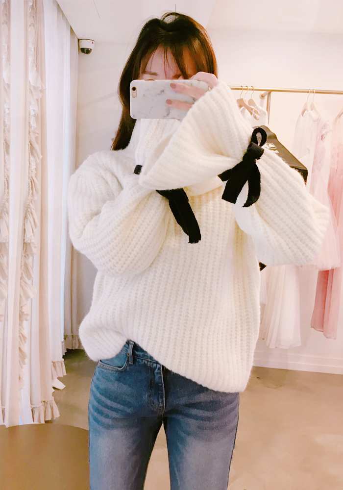 Ribbon cuffs knit top / ivory