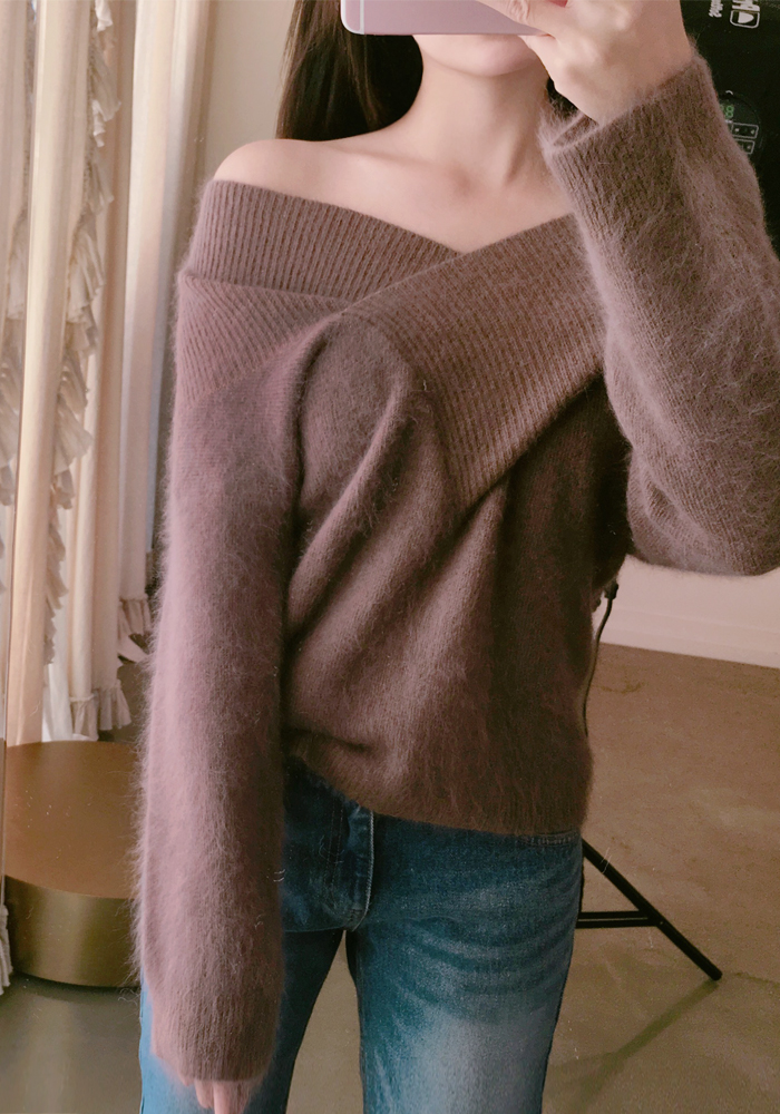 Angora wide neck top / brown