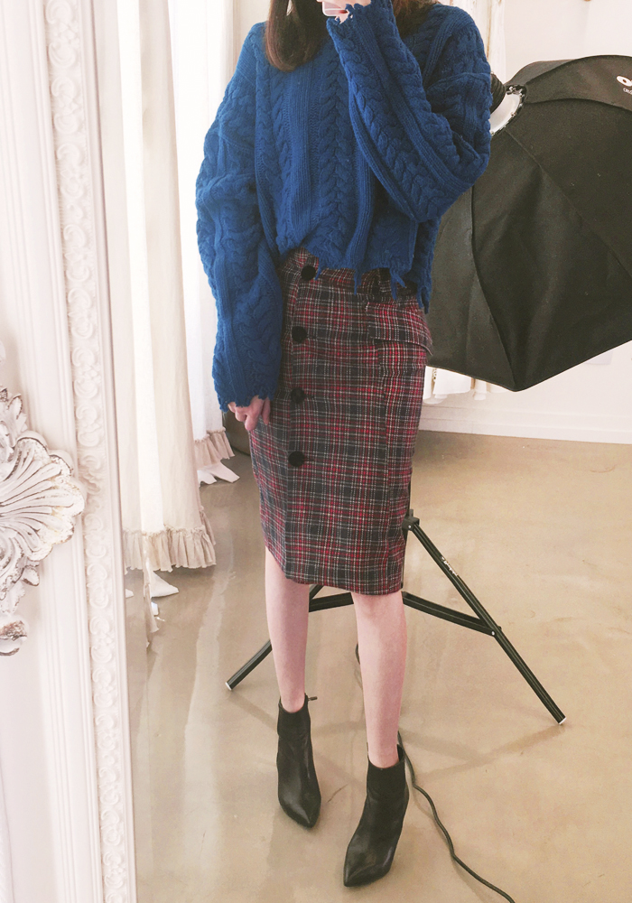 London check button skirt / navy