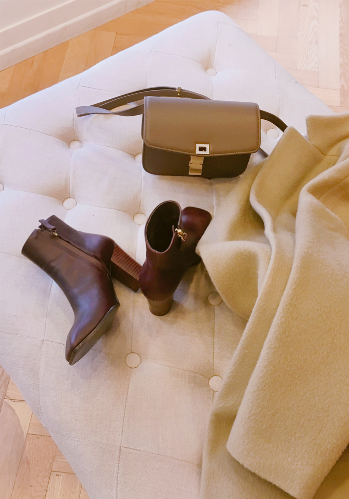 Square toe ankle boots / burgundy