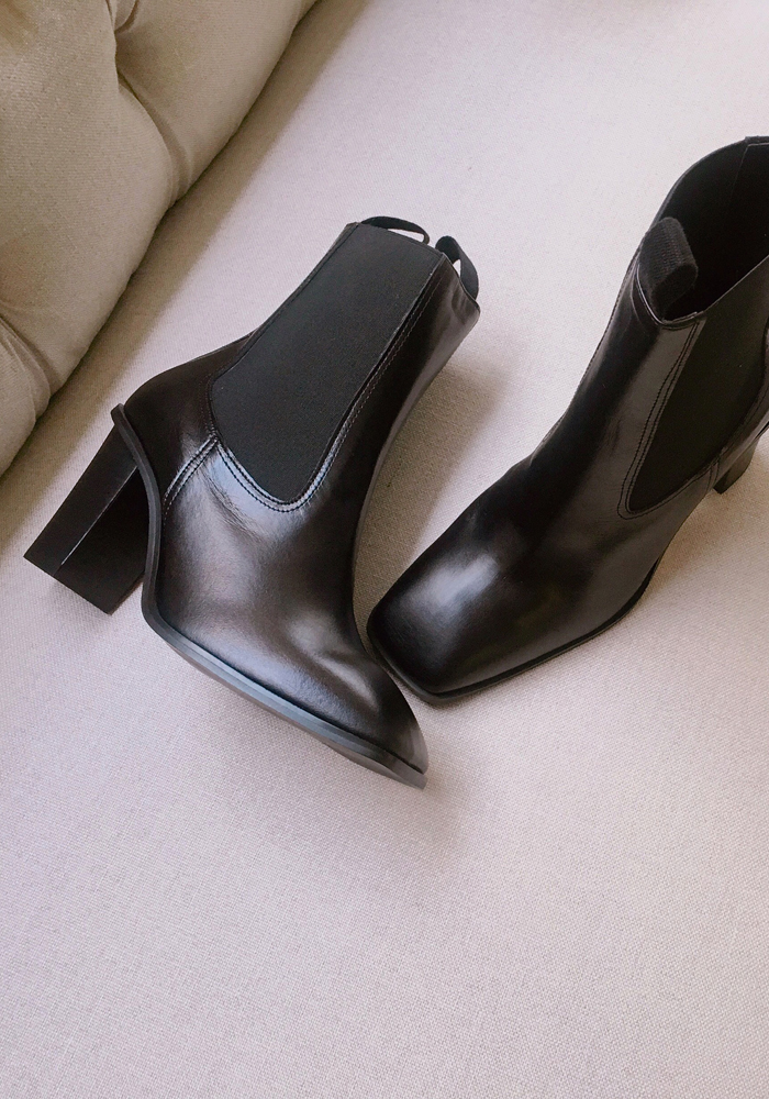 Middle heel chelsea boots
