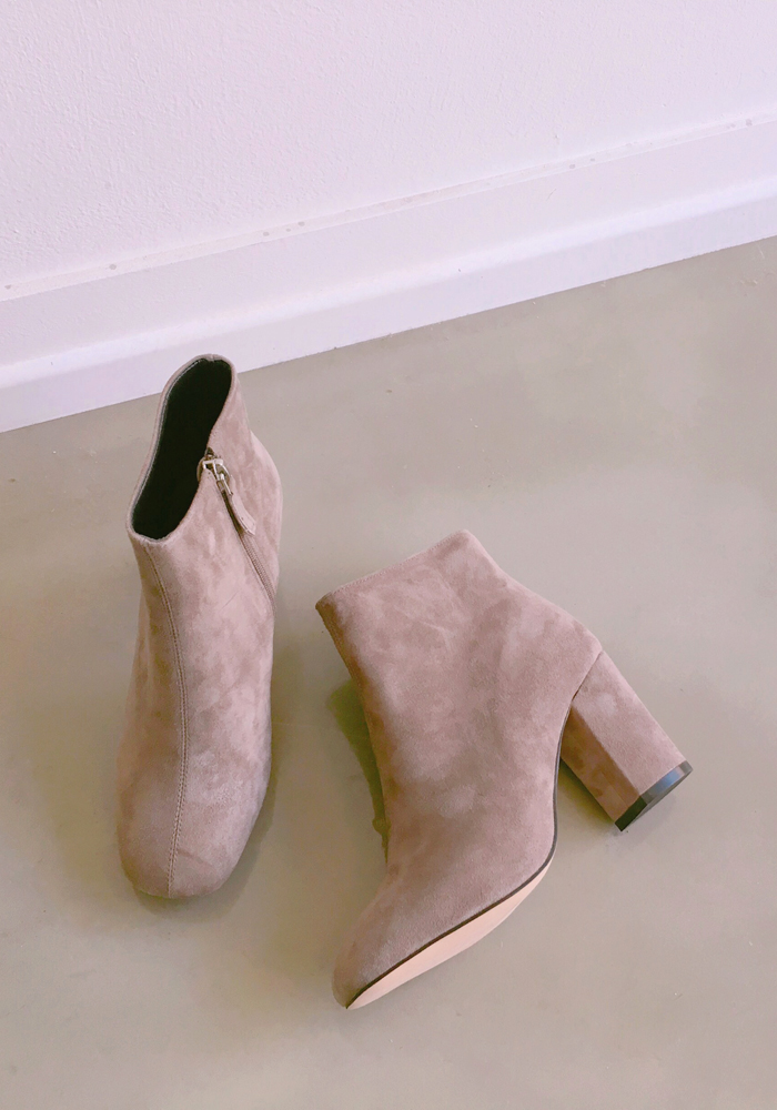 Lamb skin suede leather boots / taupe