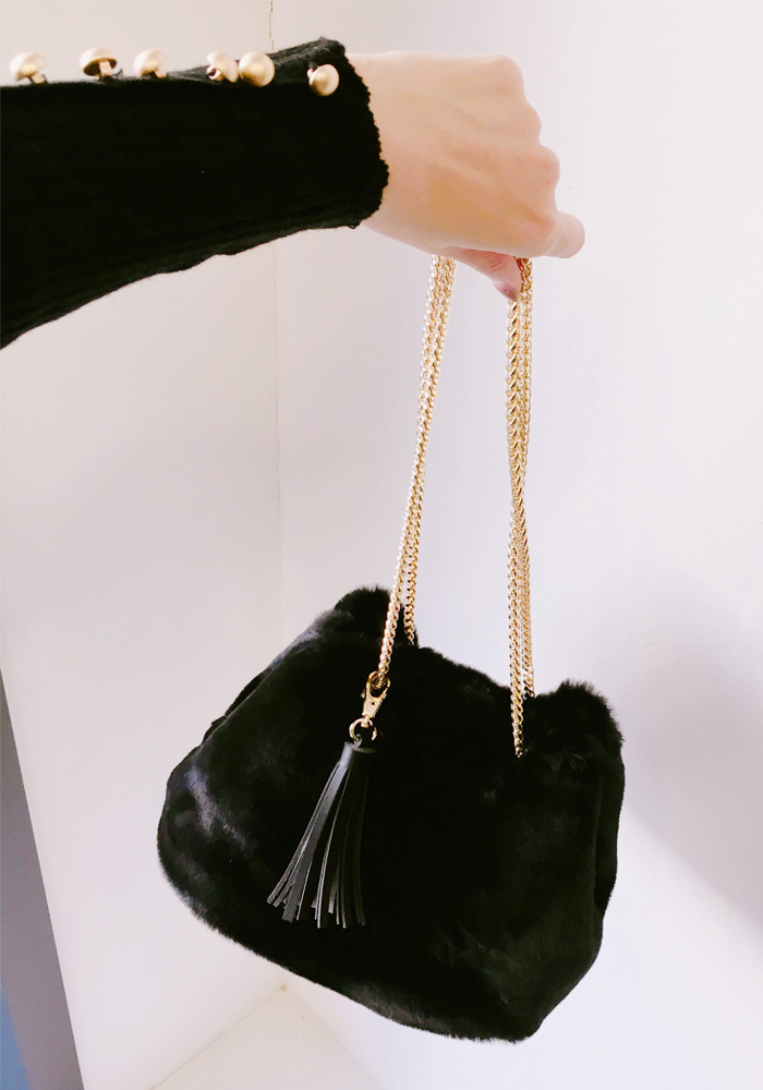 Fur tassel bag / black