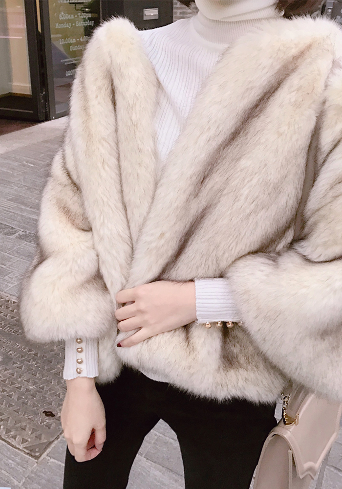 Faux fur jacket / cream