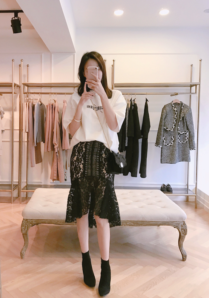 Vogue fit lace skirt / black