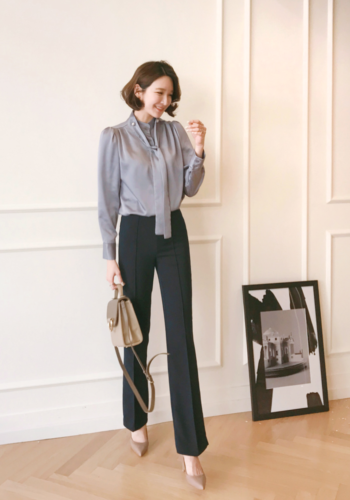 Pin tuck wide slacks / dark navy