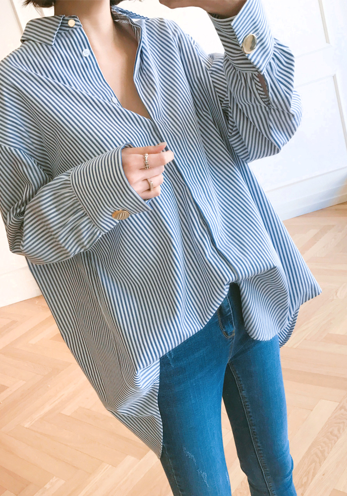 Loose fit stripe shirts with gold button cuffs / blue