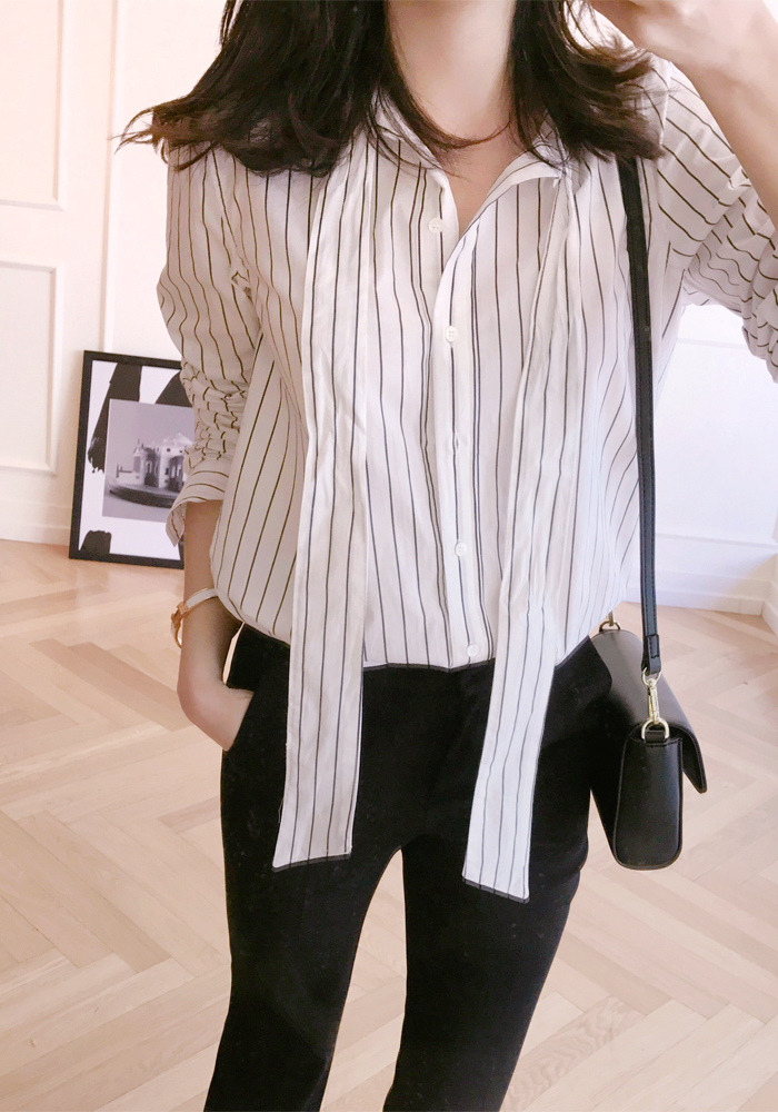 Stripe ribbon neck blouse