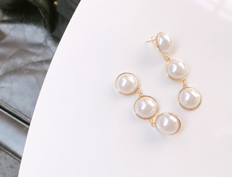 Half cut pearl drop earring