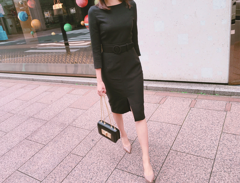 Belted slit dress / black