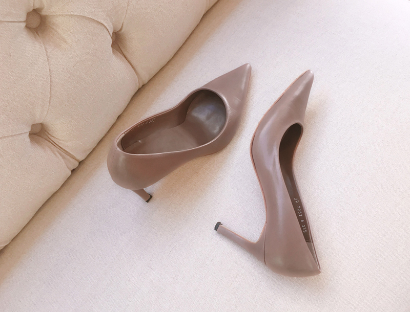 Pointy-toe stiletto heels / cocoa